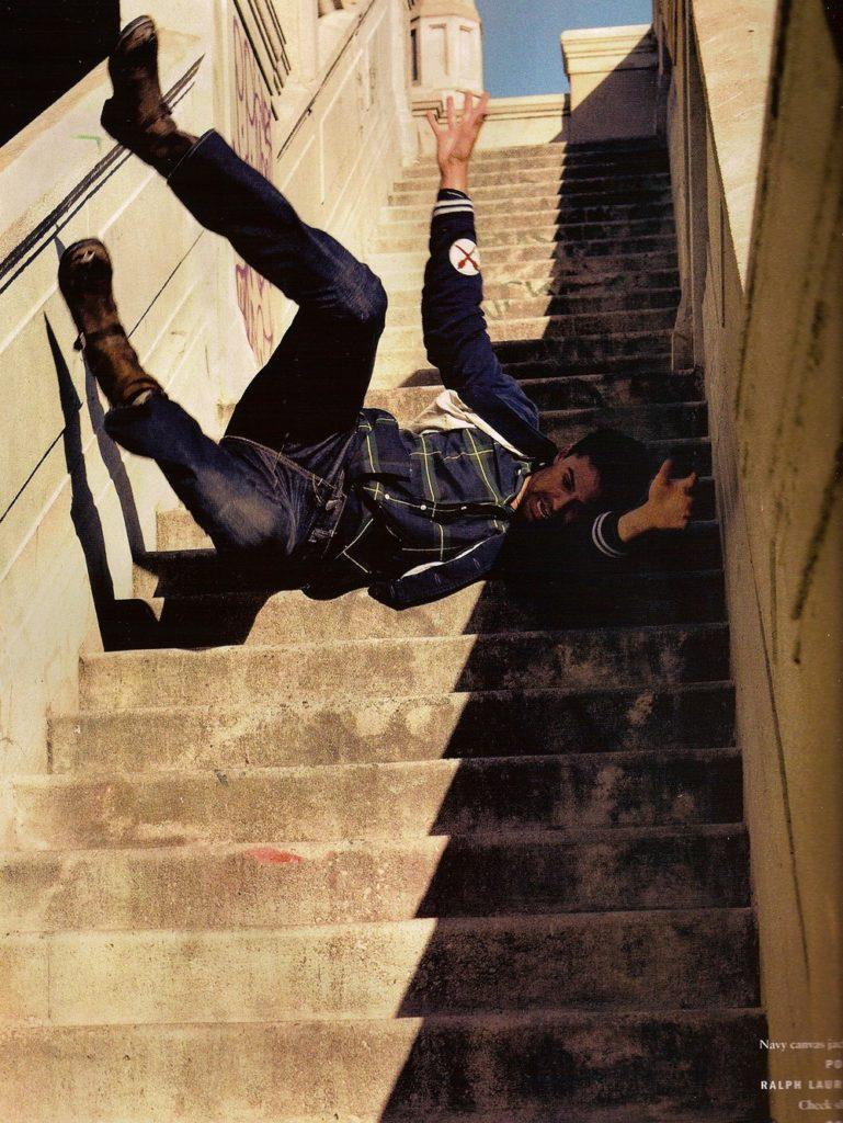 cascade - chute escalier (Mario Sorrenti)
