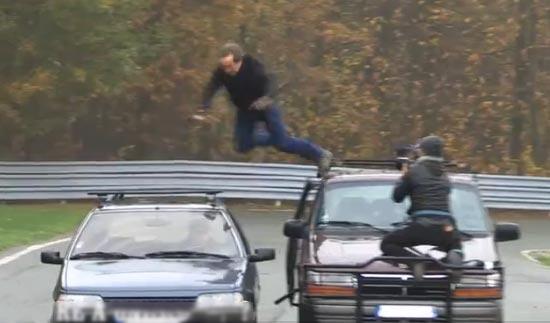 sauter d'une voiture